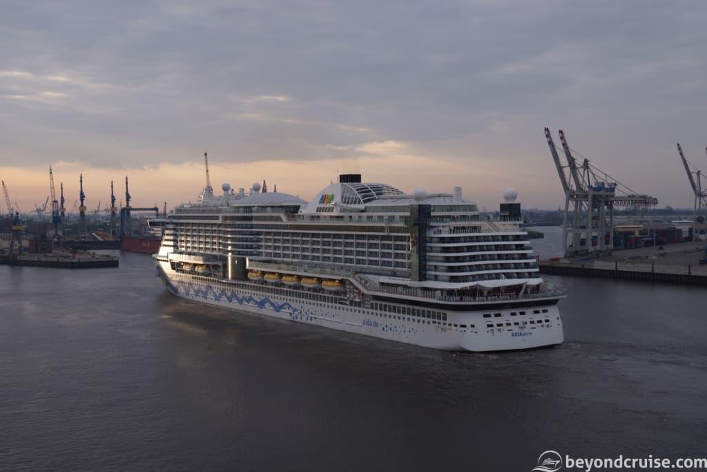 AIDAperla arriving in Hamburg