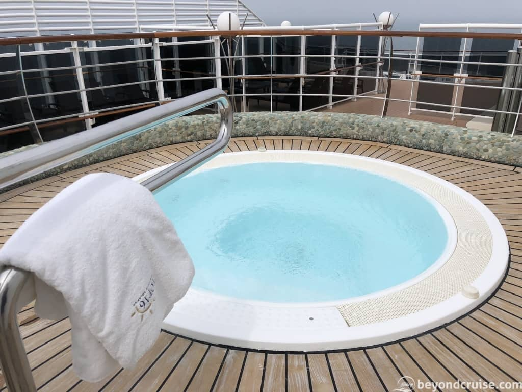 MSC Magnifica Top 16 Hydromassage pool