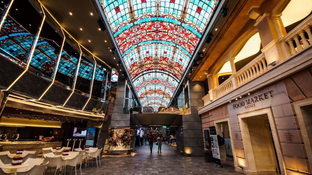 MSC Meraviglia - Galleria ceiling