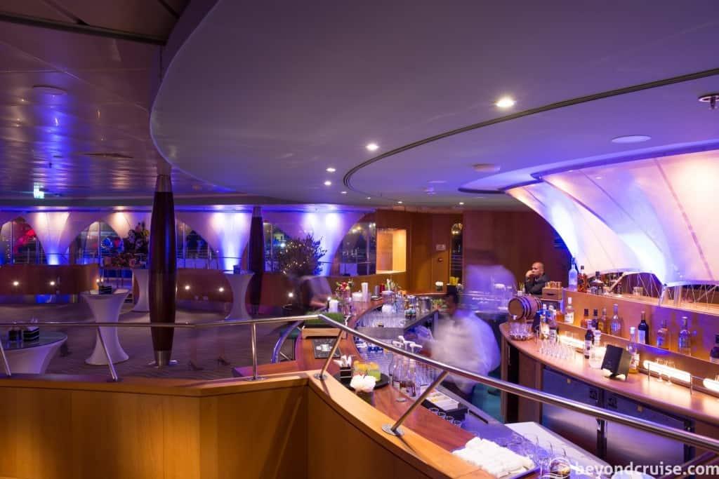 QE2 Yacht Club